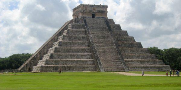Chichen Itza Pyramide Kukulkan, Gras, Wolke, Ruine, Mensch